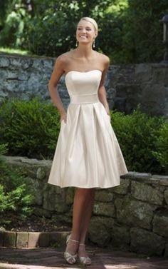 Trägerloser Ausschnitt natürliche Taile knielanges Brautjungfernkleid mit Tasche ohne Ärmeln