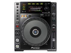 SPECIFICATIES PIONEER CDJ-850 K: De welbekende Pioneer CDJ850 is nu ook in zwart leverbaar! De CDJ850-K past natuurlijk perfect naast de DJM700K. Maar ook naast de DJM800 of DJM900 misstaat deze nieuwe DJ cd-speler natuurlijk bepaald niet. De CDJ850 biedt veel belangrijke, professionele features die de CDJ900 en CDJ2000 ook bieden.