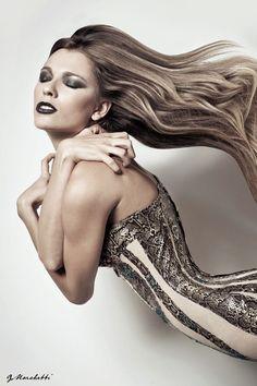 """Dea Serpente"" shooting Haute Couture Maddalena Triggiani by Maddalena Triggiani on @Sbaam http://sba.am/j6nifeqhfkc  #snake #girl #goddes #fashion #moda #hautecouture #sbaam #blonde #hair #curly #curl #wave #black #white #feel #feeling #air #python #pitone"