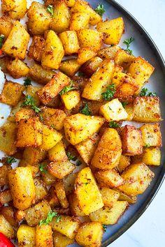 Crispy Breakfast Potatoes, Breakfast Potato Casserole, Breakfast Potato Recipes, Diabetic Breakfast Recipes, Crispy Potatoes, Potato Side Dishes, Vegetable Side Dishes, One Pot Meals, Easy Meals