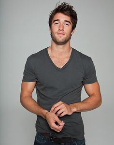 Joshua Bowman, cutie and hotie. He dated Miley Cyrus and Amy Winehouse! *WHATTA*