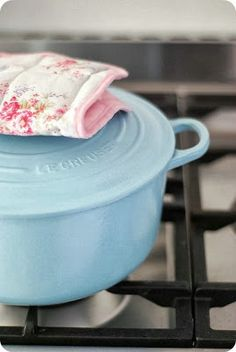 Le Creuset turquoise dutch oven