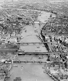 Thames from the air before skyscrapers & the impact of WWII - 1935 (london Times) Old London, Vintage London, London Map, London History, British History, Old Pictures, Old Photos, Vintage Pictures, Cities