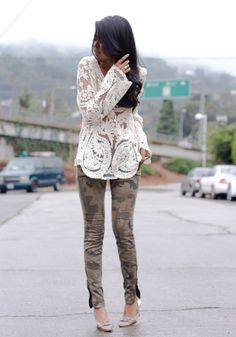 Tunic and Legging with Booties to Look Cool - Fashionetter Look Fashion, Paris Fashion, Fashion Models, Womens Fashion, Fashion Design, Fashion Trends, Street Chic, Street Style, Stylish Tops