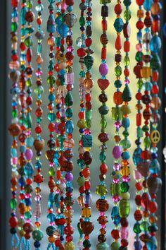 Kleurrijke opknoping deur kralen-kraal gordijn-glas Beaded gordijn-kleurrijke glas kralen Suncatcher-outdoor deurplaat gordijn-kralen glas kralen Glas kan worden een krachtige, veelzijdige ontwerpkeuze in zowel de geestelijke als de interieur werelden. Het kan reflecteren van licht, nemen kleur, diffuse energie, en de stroom van energie direct. In Feng Shui is het representatief voor Water. In de westerse interieur kunt de ontwerper om te spelen met het licht in de kamer. Dit kleurrijke…
