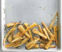 Baked Parsnip Fries with Rosemary Vegetable Side Dishes, Vegetable Recipes, Roasted Vegetables, Veggies, Root Vegetables, Parsnip Fries, Carrot Fries, Carrot Salad, Homemade Fries