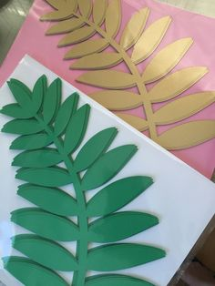 11 long paper Fern leaves for your DIY paper flowers. Set of 12 Do you need paper leaves for your giant paper flowers? Set of 12 11 long paper leaves Paper Flower Wall, Giant Paper Flowers, Flower Cut Out, Paper Leaves, Diy Papier, Hawaiian Flowers, Paper Flower Tutorial, Paper Crafts, Diy Crafts