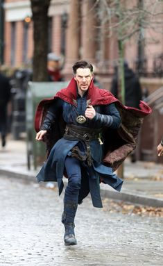 Pin for Later: Doctor Strange: Benedict Cumberbatch Is Coming For You in These Crazy-Cool Set Pictures Marvel Characters, Marvel Heroes, Marvel Movies, Marvel Avengers, Avengers Story, Sherlock Bbc, Bucky Barnes, Martin Freeman, Doctor Strange Benedict Cumberbatch