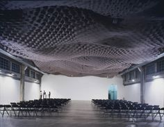 Hodgetts + Fung used 16mm thick felt across the ceiling of the auditorium at the Southern California Institute of Architecture (SCI-Arc) in an undulating plane to absorb sound. Suspended from an aluminum truss system and slit in a geometric pattern to create air pockets, the felt is attached to a polypropylene grid with vinyl upholstery buttons.
