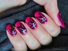 Ida-Marian kynnet / Black flowers and purple/dark pink polish / #Nails #Nailart