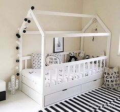 Кровать деревянная домик, детская с ящиками, Чернігів - дошка оголошень OBYAVA.ua
