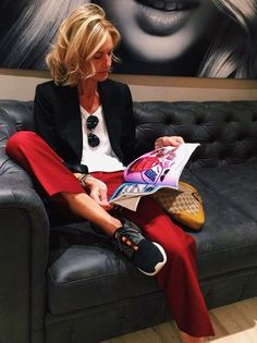 gossip-catching-up while being in the best hands at 😍! Mode Outfits, Casual Outfits, Fashion Outfits, Womens Fashion, Fashion Scarves, Fashion Over 50, Work Fashion, Fashion Looks, Fashion Fashion
