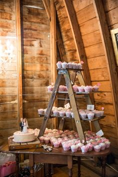 This would be a nice set up for cookies, cupcakes, smores ingredients...whatever sweet things. And where the bride/groom cake is, we could put a bear (cake?!)