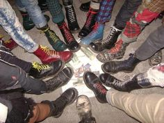 skins Boots punk and doc martens Skinhead martens punx skinheads oi! Grunge Style, Mode Grunge, Chicas Punk Rock, Estilo Punk Rock, Grunge Outfits, Grunge Fashion, Grunge Shoes, Rock Outfits, Emo Outfits
