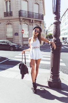 Imagen vía We Heart It #city #outfit #playsuit #romper #style #summer #summerstyle #playsuit #whiteromper #ootd #whiteplaysuit
