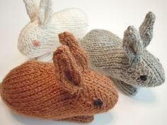free knitting pattern: Henry's Bunny by Sara Elizabeth Kellner Knitted Cat, Knitted Animals, Knitted Bunnies, Amigurumi Patterns, Crochet Patterns, Lidia Crochet Tricot, Christmas Knitting Patterns, Arm Knitting, Kids Knitting
