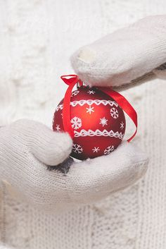 Red and White Christmas Christmas Colors, Winter Christmas, Christmas Time, Christmas Bulbs, Christmas Decorations, Family Christmas, Christmas Cards, Merry Christmas Everyone, Christmas Pictures
