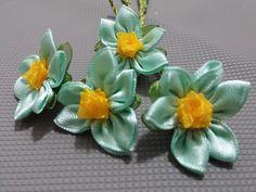 Kurdele oyaları Mavi menekşe çiçeği