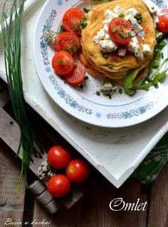 Basia w kuchni: Wytrawny puszysty omlet z pomidorami, serkiem feta...