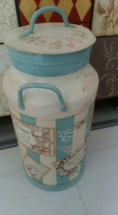 mignon Milk Can Decor, Painted Milk Cans, Old Milk Cans, Vintage Milk Can, Decoration Shabby, Decoupage Art, Tole Painting, Clay Pots, Chalk Paint