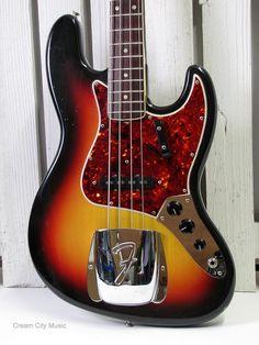 Tiger Music Capo for Guitar - Chrome Fender Bass Guitar, Jazz Guitar, Fender Guitars, Music Guitar, Acoustic Guitar, Vintage Bass Guitars, Fender Vintage, Bass Amps, Guitar Stand