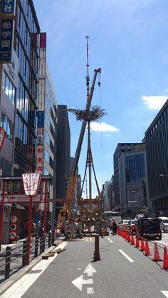 函谷鉾の解体では重機が登場。四条通りは人も車も多いので、安全性を考えてか。 祇園祭 京都 kyoto gion festival Kyoto, Events, Japan, Japanese