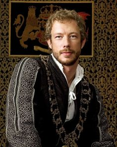 Picture: Kris Holden-Ried in 'The Tudors.' Pic is in a photo gallery for Kris Holden-Ried featuring 15 pictures. Dinastia Tudor, Los Tudor, Kris Holden Ried, Die Tudors, Tudor Costumes, Male Costumes, Medieval Costume, Period Costumes, Anna Silk