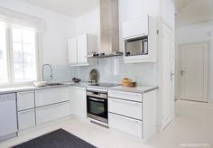 keittiö Kitchen Island, Kitchen Cabinets, Aurora, Malli, Furniture, Home Decor, Island Kitchen, Decoration Home, Room Decor