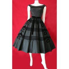 Vintage Fashion: black tafetta dress with velvet trim. Vestidos Vintage, Vintage Dresses, Vintage Outfits, 1950s Dresses, Vintage Clothing, 1950s Fashion Dresses, Moda Vintage, Vintage Mode, Retro Fashion