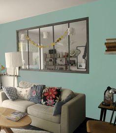 La peinture bleu vintage amène une ambiance zen dans cet intérieur. Peinture Bleu Vintage chez Eléonore Déco.