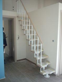 Σκάλα με ξύλινη κουπαστή