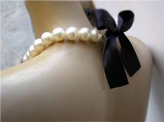Bridesmaid Necklace  Bridal Pearl And Black  by vintagebynina