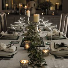 christmas dinner Gray green Christmas table The White Company -it really doesnt have to be red. Christmas Table Centerpieces, Christmas Table Settings, Christmas Tablescapes, Xmas Decorations, Christmas Dinner Tables, Christmas Candles, Dinner Table Settings, Thanksgiving Table Decor, Christmas Dinner Party Decorations