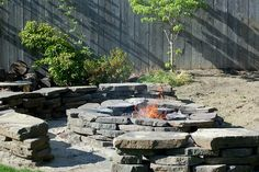 fire pit.  Gotta make one of these.
