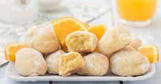 I pasticcini arancia e mandorle sono dei favolosi dolcetti che si preparano in 5 minuti e con soli 3 ingredienti, senza farina, uova, latte, burro, olio e lievito, sono morbidissimi e profumati, si sciolgono in bocca!