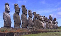 Moáis: las esculturas de la Isla de Pascua (Chile) son otros monumentos misteriosos que podemos encontrar en el mundo. Solo existen en esa zona conocida también como Rapa Nui. Se quedaron a tan solo un paso de ser una de las nuevas 'Maravillas del Mundo'.