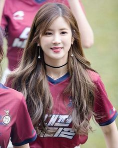 Park Chorong (Apink) - turning out for her Sunday football team. and i will just mention that I am amazed and so pleased to see Korea beat Germany in the World Cup. Kpop Girl Groups, Korean Girl Groups, Kpop Girls, Korean Beauty, Asian Beauty, Asian Woman, Asian Girl, Pink Panda, Long Layered Hair