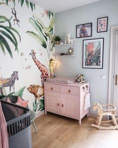 A couple of weeks ago we had a nice chat with in the sun. We have spoken about her wishes for a wallpaper for little… Jungle Baby Room, Jungle Bedroom, Baby Bedroom, Girls Bedroom, Baby Nursery Decor, Baby Decor, Nursery Room, Girl Room, Girl Nursery