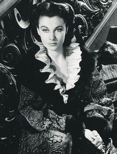 the stunning Scarlett O Hara- Vivien Leigh in Gone With the Wind. Golden Age Of Hollywood, Vintage Hollywood, Hollywood Stars, Classic Hollywood, Go To Movies, Great Movies, Divas, Rhett Butler, Classic Movie Stars
