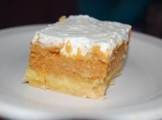 pumpkin crunch cake - hawaii style We had this last night and it was so good! Pumpkin Recipes, Cake Recipes, Yummy Recipes, Pumpkin Foods, Pumpkin Crunch Cake, Pumpkin Spice, Peanut Butter Desserts, Salted Butter, Vegetarian Cake