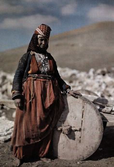 Poor Turkmen nomadic Women from Anatolia. We Are The World, People Around The World, Islam, Africa Art, Silk Road, Ottoman Empire, Central Asia, World Cultures, Traditional Outfits