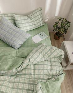 Room Ideas Bedroom, Bedroom Inspo, Bedroom Decor, Study Room Decor, Minimalist Room, Pretty Room, Aesthetic Room Decor, Aesthetic Green, Simple Aesthetic