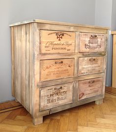 Vintage Wine Kast van houten wijnkisten Cabinet wooden wine crates Www. Wine Furniture, Recycled Furniture, Pallet Furniture, Crate Bar, Dog Crate, Wooden Wine Crates, Plastic Crates, Crate Shelves, Vintage Wine