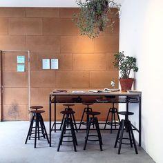 Had a quiet morning here//всем отличной пятницы #milan #milano #milanodavedere #milaninsight #milanobella #mymilano #igersmilano #igerslombardia #interiors #italy #италия #кафе #интерьер #блогер #милан by walkingmilan