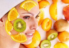 Le saviez-vous? Les acides de fruits (acide citrique, acide glycolique, acide malique, etc.), utilisés dans de nombreux produits cosmétiques, apportent des bénéfices esthétiques à la peau. Ils favorisent l'hydratation, interviennent sur la qualité des fibres élastiques de la peau et sur le collagène.
