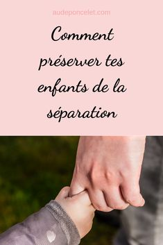La séparation est une épreuve douloureuse pour toi, mais que ressens ton enfant? L'as-tu inclus dans le processus, lui as-tu régulièrement parler des changements qui allaient avoir lieu, lui as-tu partager tes émotions ?  #parentsdivorces #divorce #separation #rupture #enfant #emotions #couple #conseils #papasolo #mamansolo #parentsepare #therapeute #therapie #coach #coaching Divorce, Education Positive, Coaching, Parents, Hands, Lifestyle, Blog, Training, Dads