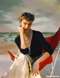 Jean Patchett.  Photo by Horst P. Horst.  Vogue, November 1948.