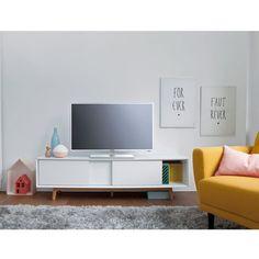 Voorbeeld tv meubel: zonder pootjes (hangen). Houten frame met witte schuifdeurtjes.
