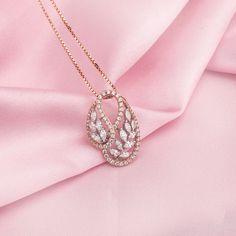 Ideas jewerly necklace diamond pendants beautiful for 2019 Diamond Choker, Diamond Pendant Necklace, Pendant Jewelry, Diamond Jewelry, Gold Jewelry, Diamond Necklaces, Diamond Necklace Simple, Choker Necklaces, Pendant Design