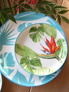 PARADISO est une collection unique au décor tropical, et inspirée des plantes luxuriantes des tropiques. Avec la présence de l'oiseau de paradis, cette vaisselle exotique est richement décorée à la fois à l'intérieur et à l'extérieur. Réalisée dans une porcelaine de qualité, PARADISO est la collection parfaite pour dresser une table exotique.   #tropical #artdelatable Diy Décoration, Wild Nature, Décor Tropical, Decoration, Color Schemes, Paradis, Interior Design, Tableware, Green